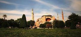 قرارا بافتتاح  مسجد آياصوفيا  للعبادة الذى استعاد وضعه وحريته مجددا