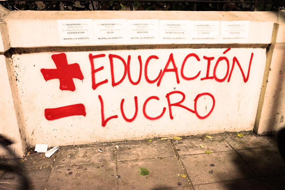 Fotoreportaje: las universidades públicas en Argentina en una marcha histórica contra el ajuste de Macri