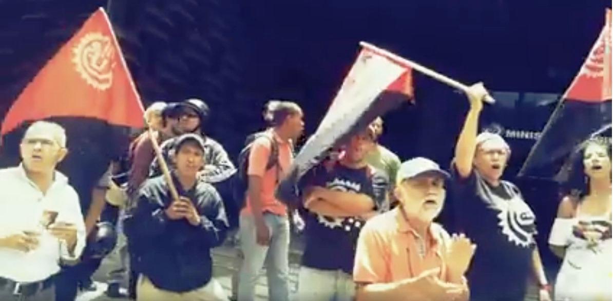 Movimiento popular manisfestando en el ministerio publico