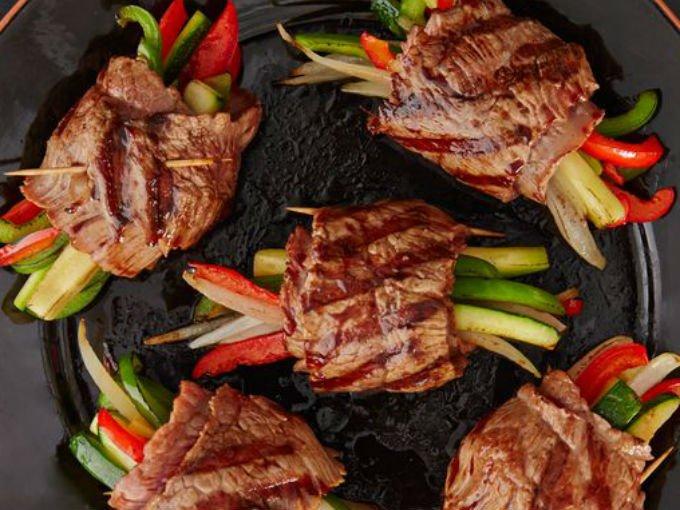 Rollos de carne a la teriyaki