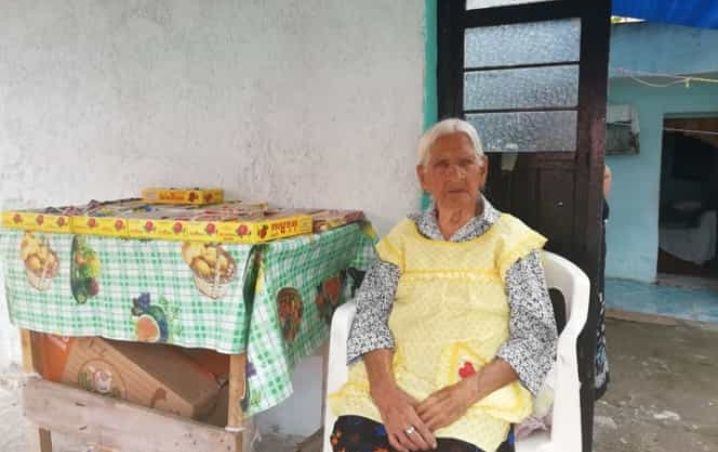 Intentan desalojar de su casa a abuela de 118 años por tener adeudos