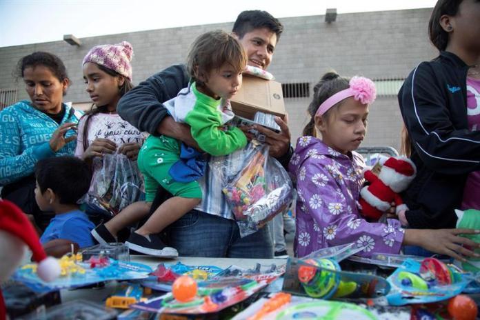 AMLO brinda ayuda humanitaria a 1.700 centroamericanos de la Caravana de Migrantes