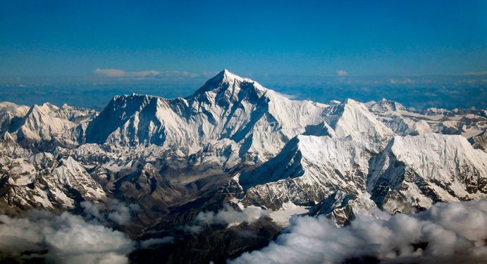 Calentamiento global coloca en riesgo de desaparecer a la mitad de los glaciares del Himalaya