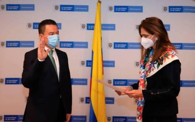 Jair Orlando Fajardo, nuevo director de la Aeronáutica Civil, y Ángela María Orozco, ministra de Transporte. FOTO COLPRENSA