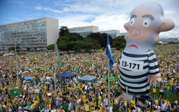 Masivo repudio de los brasileños al gobierno de Dilma Rousseff. FOTO AFP