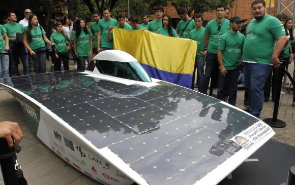 Unos 280 kilos pesa el vehículo solar con el que participarán en la competición en Australia. FOTO DONALDO ZULUAGA