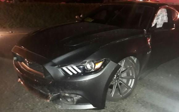 Así quedó el carro en el que se movilizaba el cantante de música urbana, luego de un concierto en el municipio de Caldas. FOTO: Cortesía.