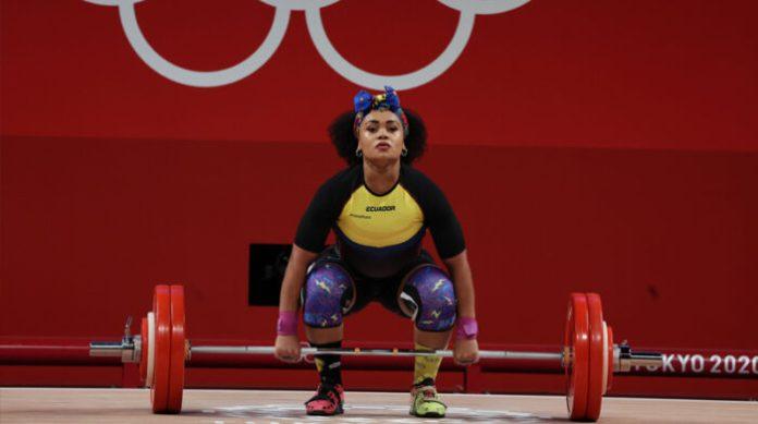 Neisi Dajomes se llevó la medalla de oro en halterofilia en los Juegos Olímpicos de Tokio 2021. Foto: Cortesía Comité Olímpico Ecuatoriano