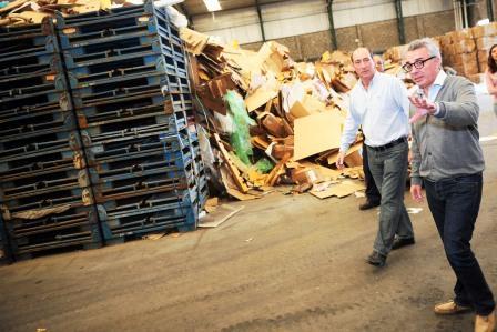 Julio Zamora recorrió una planta de reciclado en Benavídez