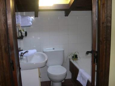 Cotagge-El-Correntiu-bathroom
