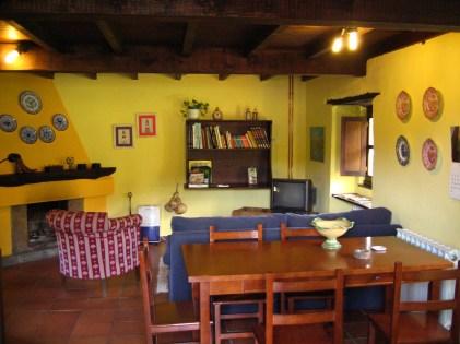 Cotagge-El-Correntiu-sitting-room3