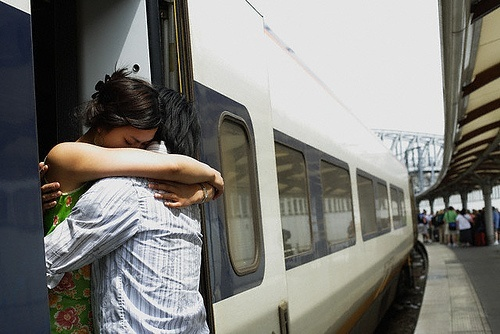 13 SIGNS YOUR LONG DISTANCE RELATIONSHIP IS FALLING APART