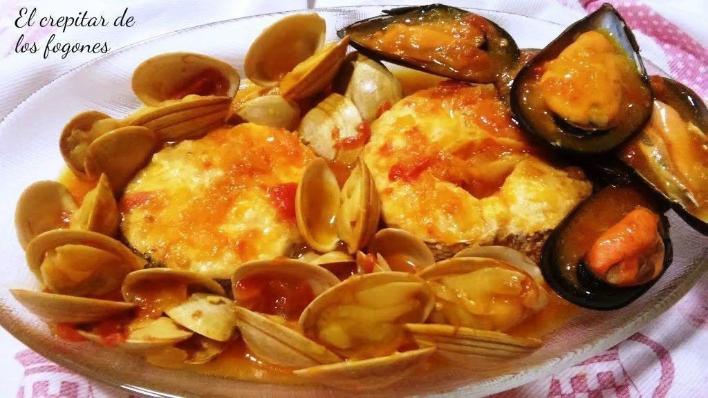 Cazuela de merluza con mejillones y almejas el crepitar de los fogones - Cocinar merluza en salsa ...