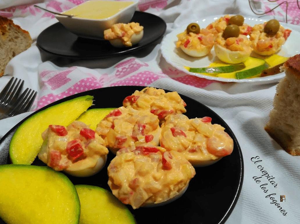 HUEVOS RELLENOS DE GAMBAS Y MANGO (con mayonesa de miel y mostaza)