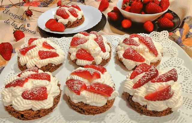 pasteles de fresa y nata