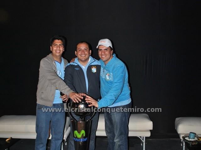 El primer grupo de ECCQTM y la copa de campeón 2012