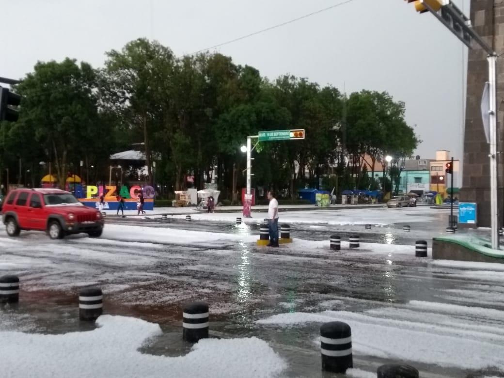 El Cuarto de Guerra  Granizo cubre de blanco calles en Apizaco