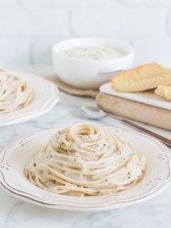 Pasta con salsa de coliflor saludable