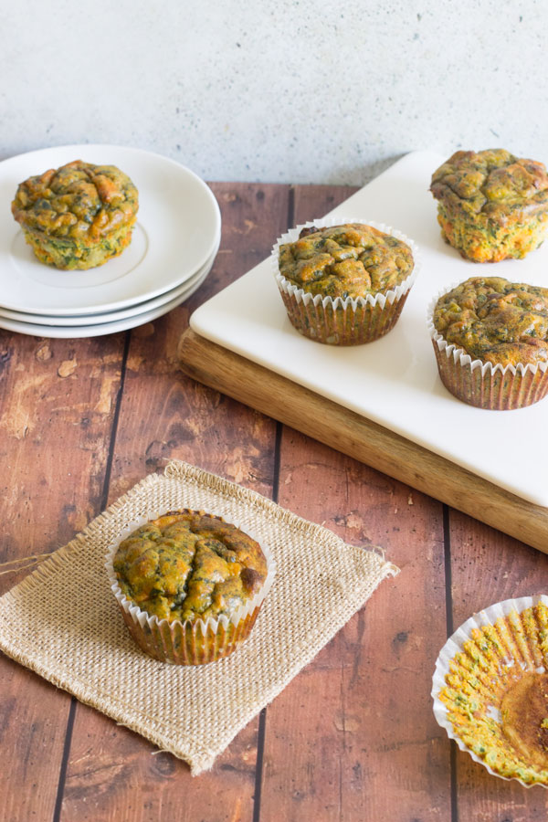 Muffins de huevo con verduras y tahini