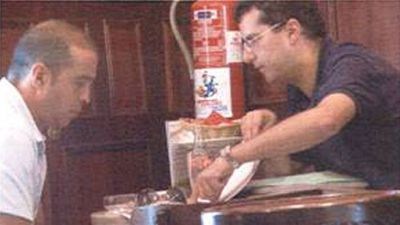 Fernando Becerra recibe explicaciones de Luis Lleó sobre la hoja de ruta para sobornar supuestamente a Carlos Espino, en el Café La Unión, el 22 de julio de 2008.