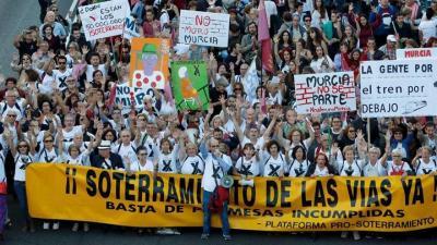 Miles de personas piden el soterramiento de la vía férrea en Murcia