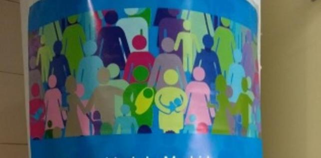 """Cartel de la Consejería de Sanidad que anuncia que la Comunidad de Madrid atiende a """"todas las personas sin excepción""""."""