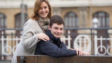 Covadonga Saiz y su hijo, que tiene Asperger