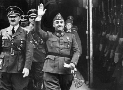 Foto difundida por EFE en 1940 de la entrevista de Franco y Hitler en Hendaya. La imagen de los dictadores fue superpuesta y procedía de otra foto de más calidad.