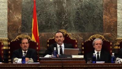 """El magistrado Manuel Marchena preside el tribunal, junto a los jueces Andrés Martínez Arreieta y Juan Ramón Berdugo, al inicio de la vista por las cuestiones previas del caso del """"procés"""" que ha comenzado este martes en el Tribunal Supremo."""