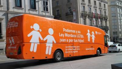 El nuevo autobús de HazteOir circula por Madrid / MB