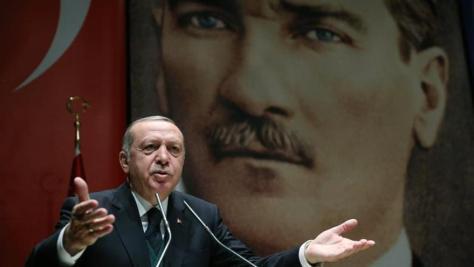 """Erdogan critica la postura """"errónea"""" de Francia respecto a milicia kurdosiria"""
