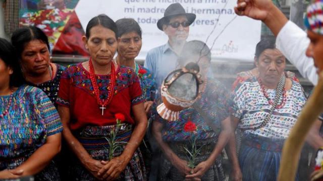 Indígenas achí víctimas de violencia sexual en Guatemala denuncian impunidad