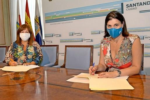 Eloísa Velarde y Gema Igual durante la firma del la colaboración. / ALERTA