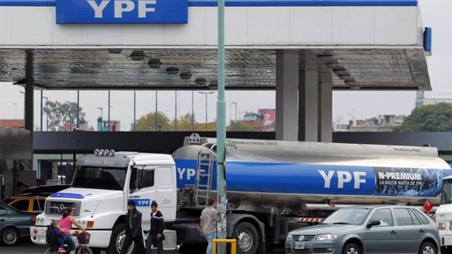 Prorrogan por 45 días los topes a los precios de combustibles