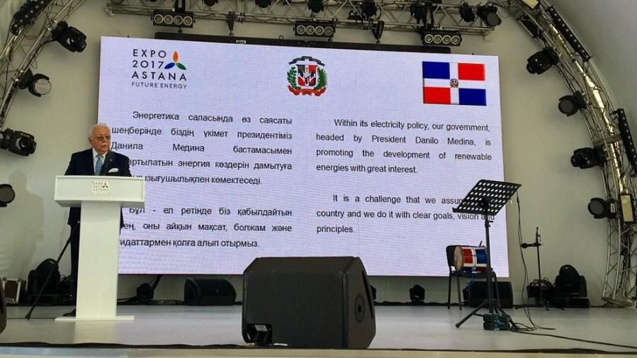el ministro antonio isa conde en su ponencia en expo astana 2017