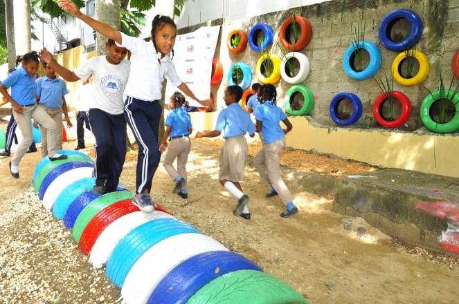 estudiantes en parque b happy rd.2