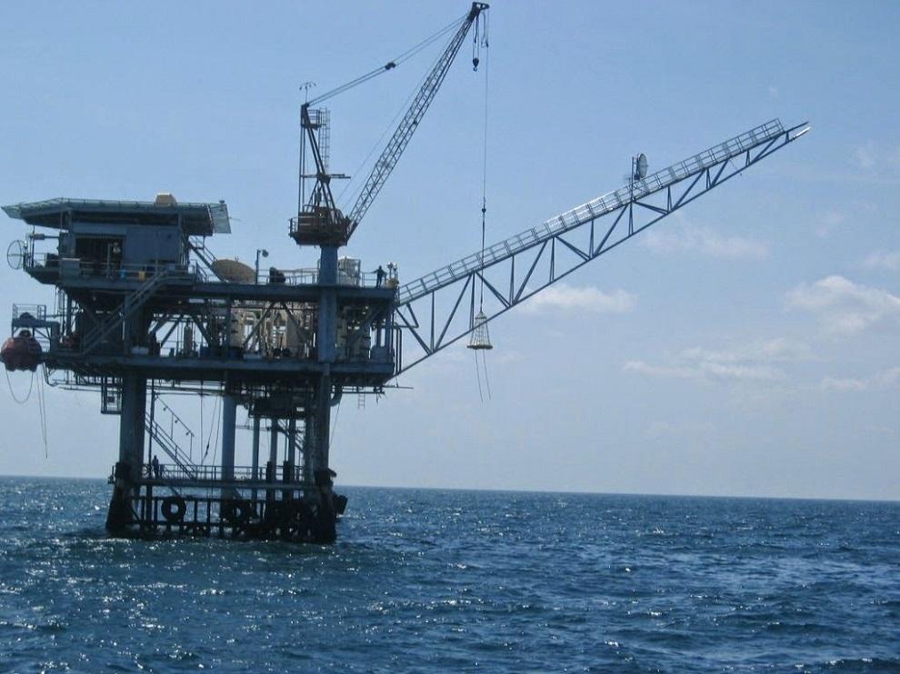Precios petroleros muestran tendencia a la baja