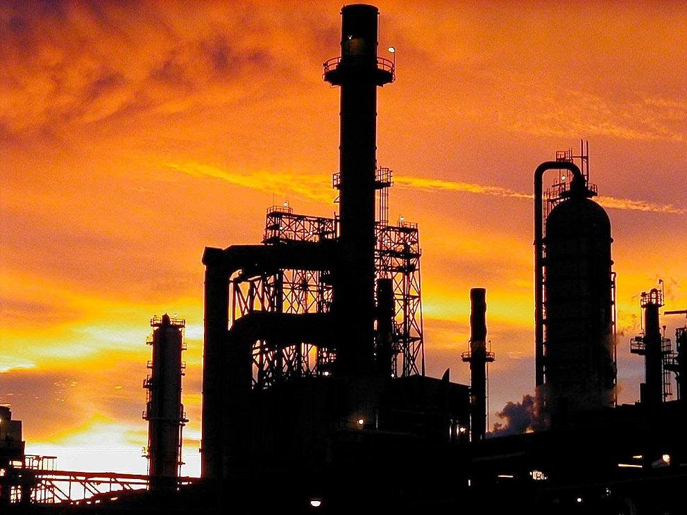 Petróleo sube en Nueva York al caer la oferta de la OPEP