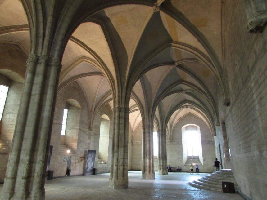 Interior del Palacio de los papas de Avignon