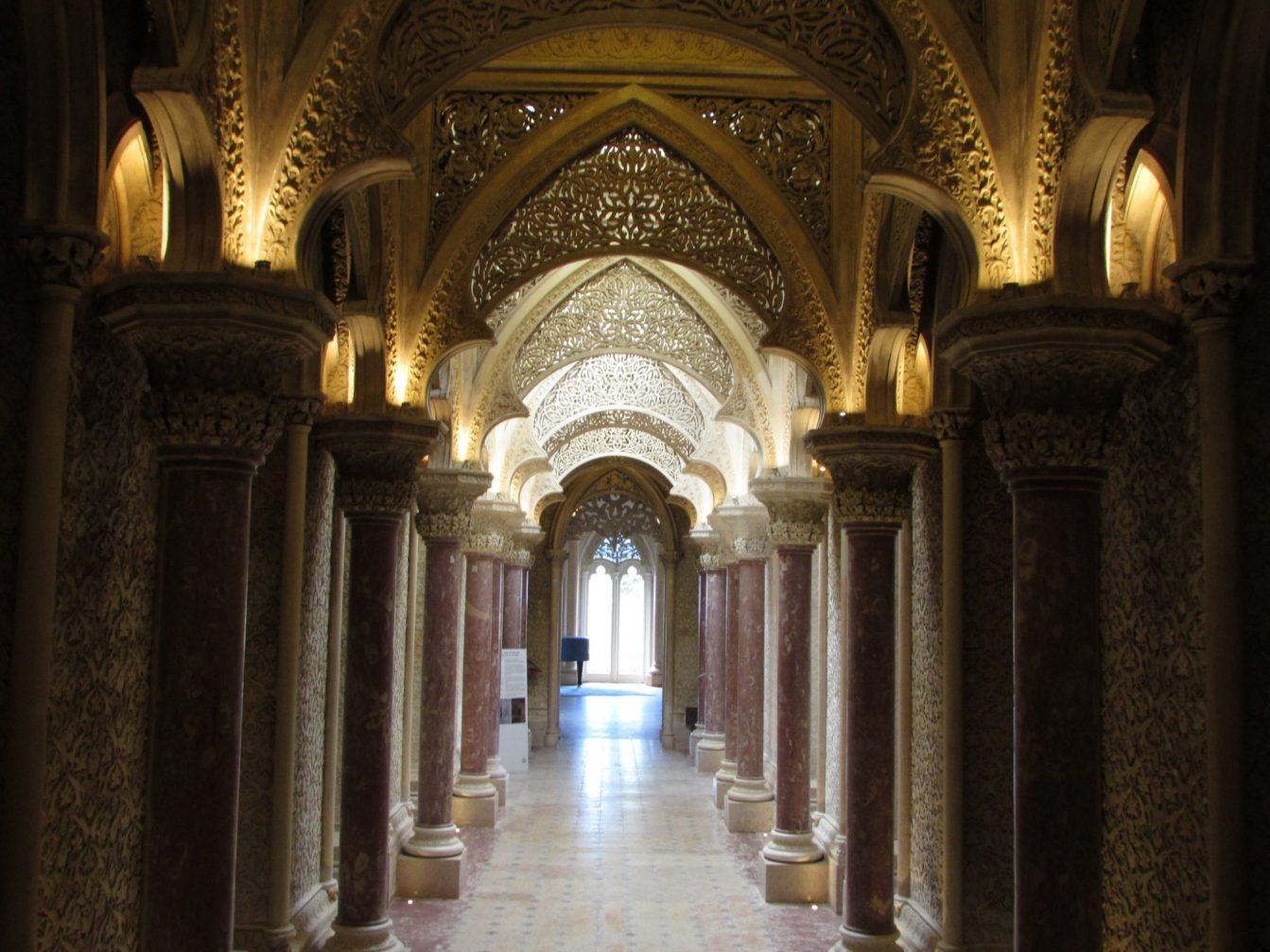 interior palacio de monserrate