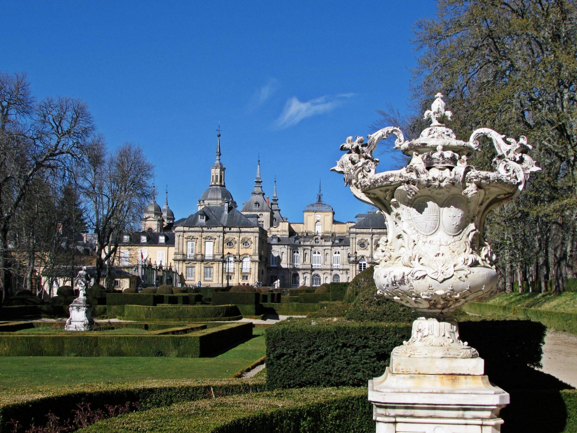 Palacio real de la granja de san ildefonso en segovia el for Jardines de san ildefonso