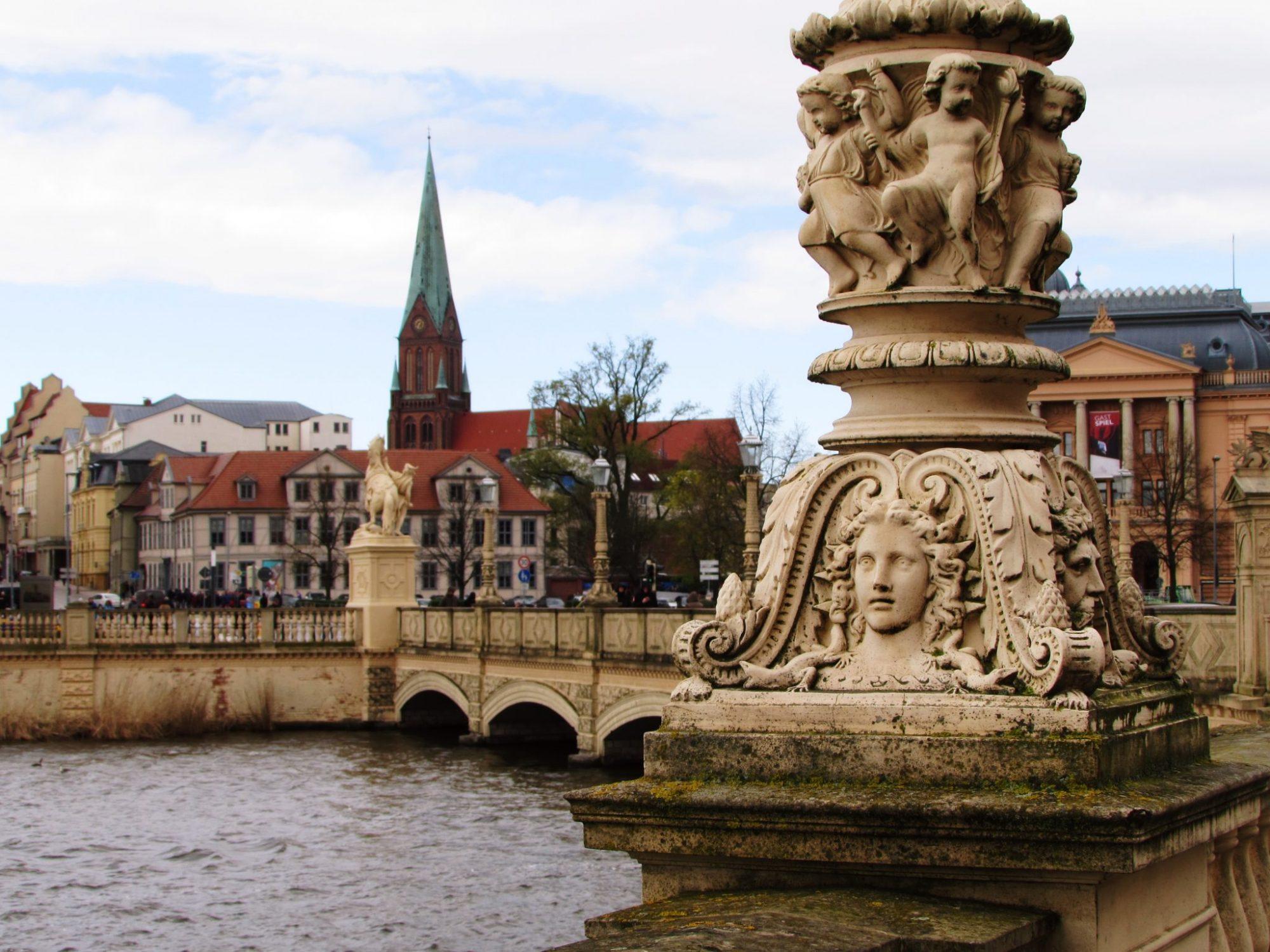 palacio de schwerin puente