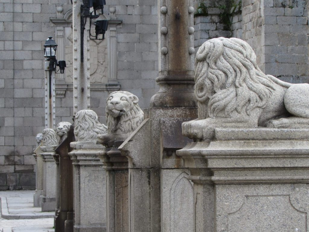 Leones en la Plaza de la Catedral, Ávila