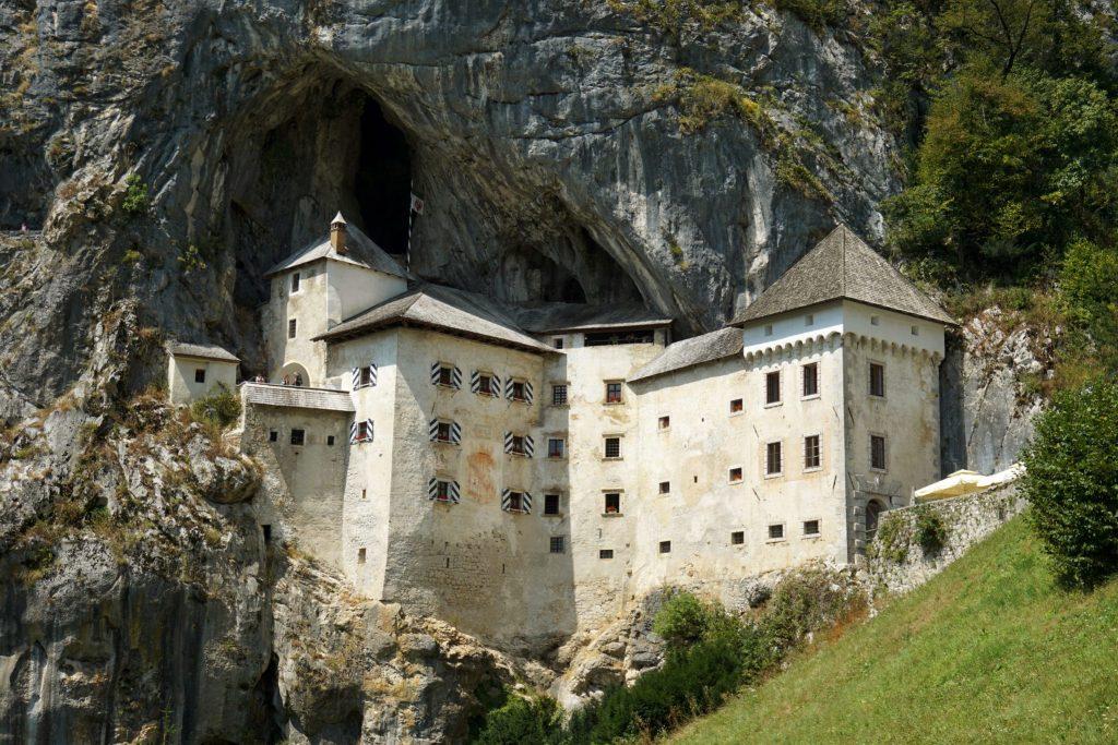 Castillo de Predjama, el castillo más bonito de Eslovenia.