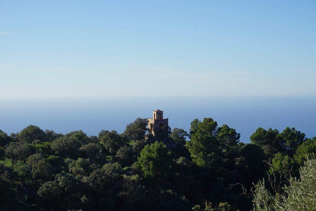 Torre de estilo árabe