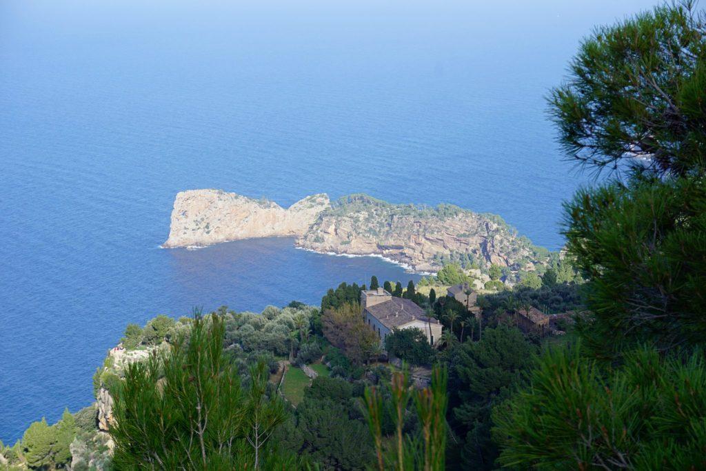 Monasterio de Miramar y Sa Foradada desde el mirador dels Tudons