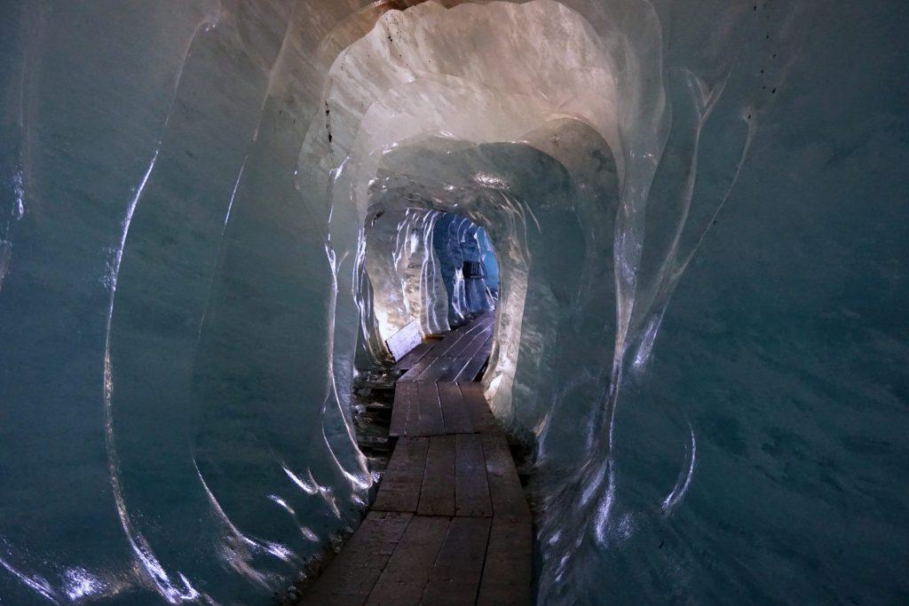 Entrando a la Eisgrotte