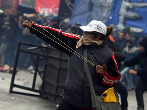 "Gorra ANSES ""Argentina Trabaja"" - Marcha Presupuesto 24.10.18 (Foto: InfoBae)"