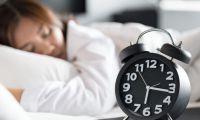 اضطرابات النوم تتسبب الشعور بالوحدة وتجنب الناس