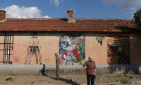 لوحات متحف نيويورك تحول قرية بلغارية إلى معرض مفتوح